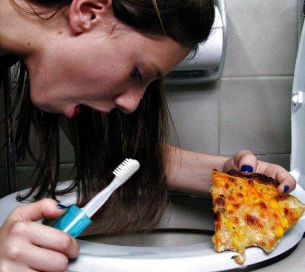 La bulimia alterna entre atracones de comida y actividades para compensar el consumo de calorías
